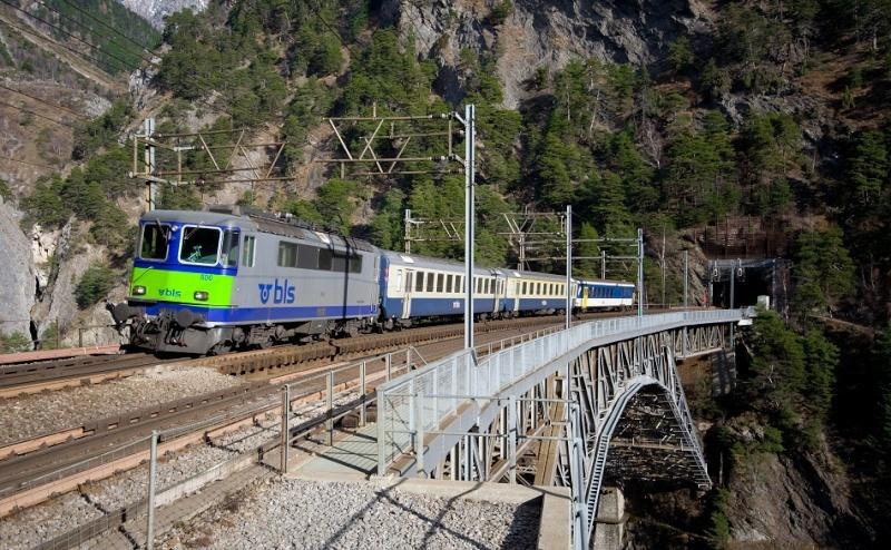 Suisse :  Re 4/4 II (Re 420, Re 421) ... Re_4_422