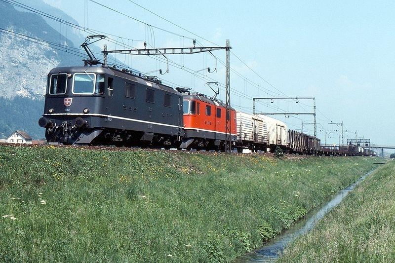 Suisse :  Re 4/4 II (Re 420, Re 421) ... Re_4_437