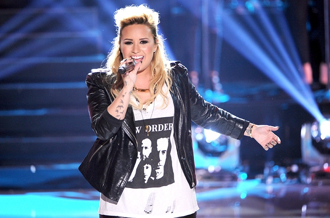 Miley Cyrus is Headed for Bay Area Concert 2014 (DATE), along with Justin Timberlake, George Strait's, Sting and Paul Simon... Demi-l10