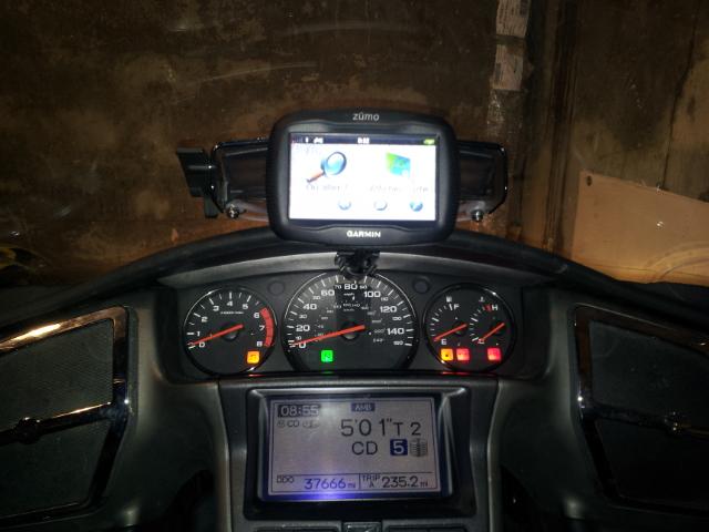 """Support """"GOLD-MOUNT"""" pour GPS/Iphone/Coyote en position centrale haute sur grille d'aération 20131113"""