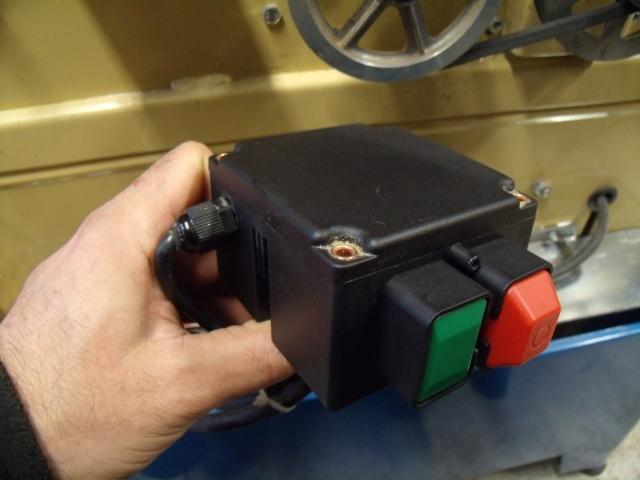 Comment s'ouvre ce boitier électrique ? Gedc3926