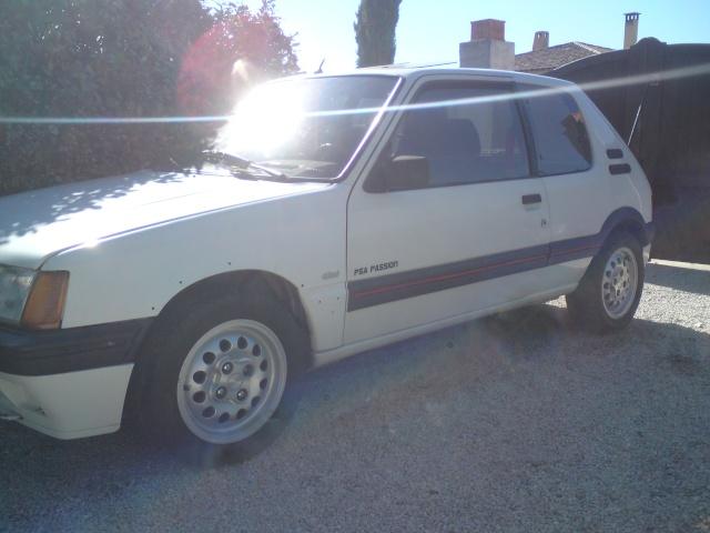 [stoffer13gti]  GTI modifiée - 1.9L - blanc meije - 1986 - Page 2 Dsc00813