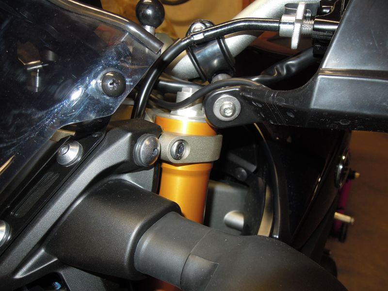 Modifier l'appui sur l'avant en remontant les tubes de fourche... 10mm-r10