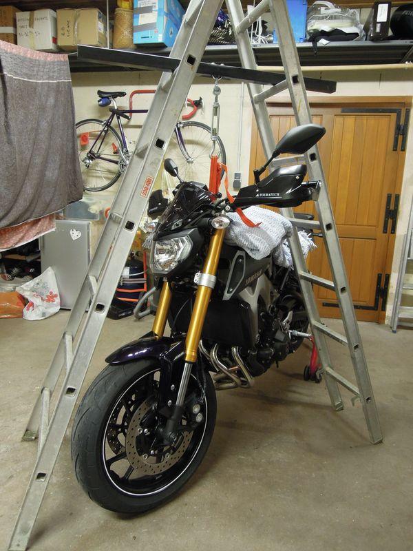 Modifier l'appui sur l'avant en remontant les tubes de fourche... Levage10