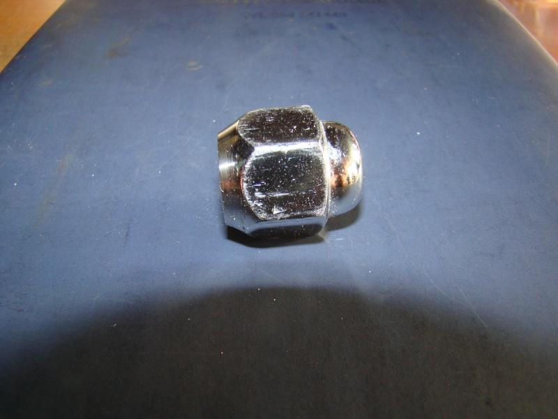 recherche ecrou de roue Dsc01615