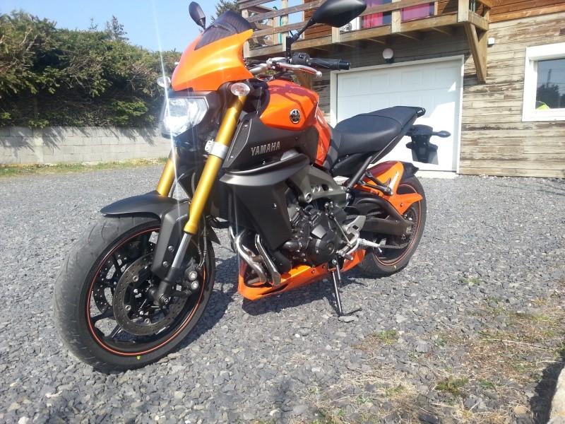MT 09 orange + poly JMV et bagagerie GIVI 20140315
