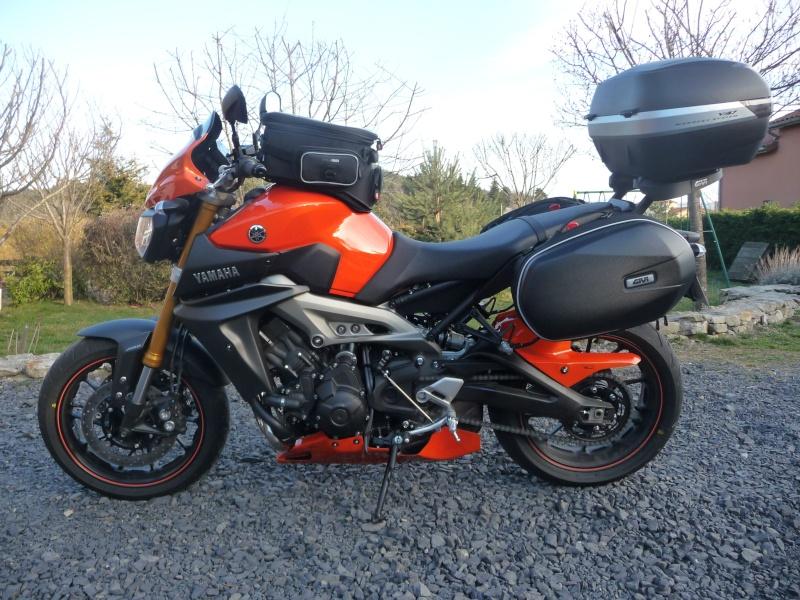 MT 09 orange + poly JMV et bagagerie GIVI P1120713
