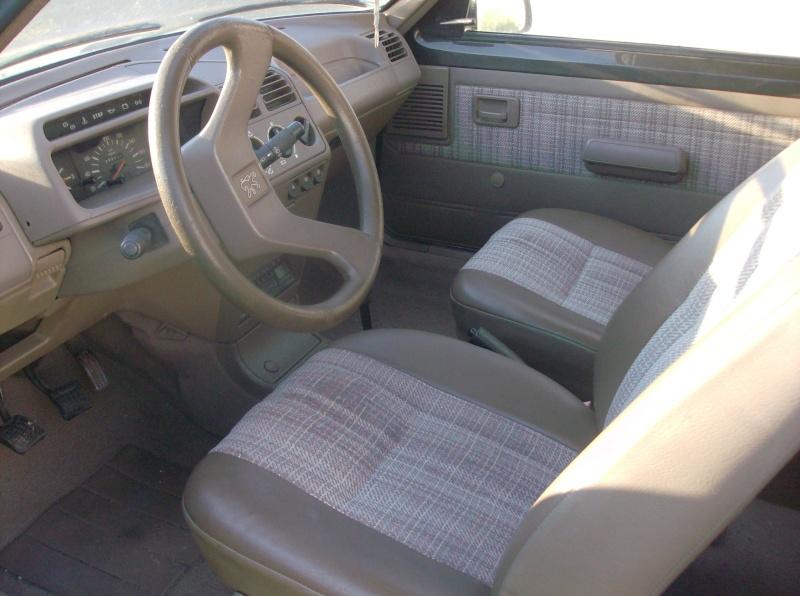 [ Vendo ] Interior castanho - Peugeot 205 Special Edition Peugeo10