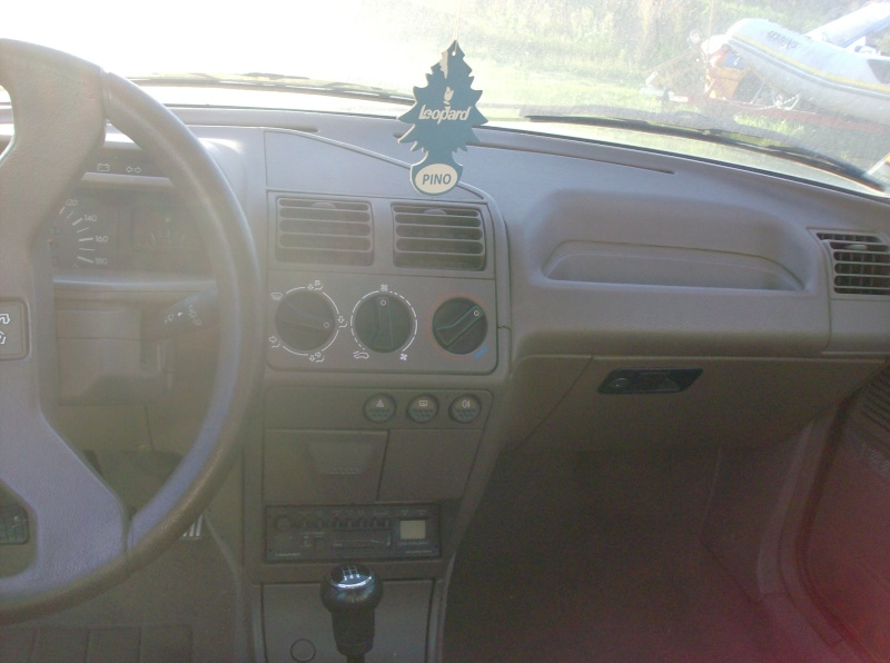 [ Vendo ] Interior castanho - Peugeot 205 Special Edition Peugeo12
