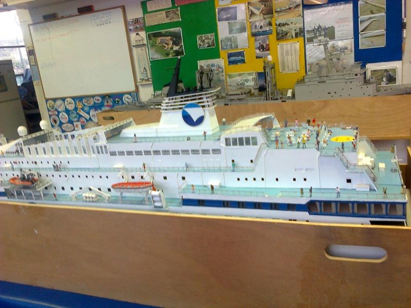 LE CORSE ferry de la SNCM MAQUETTE AU 1/72 Ferryc12