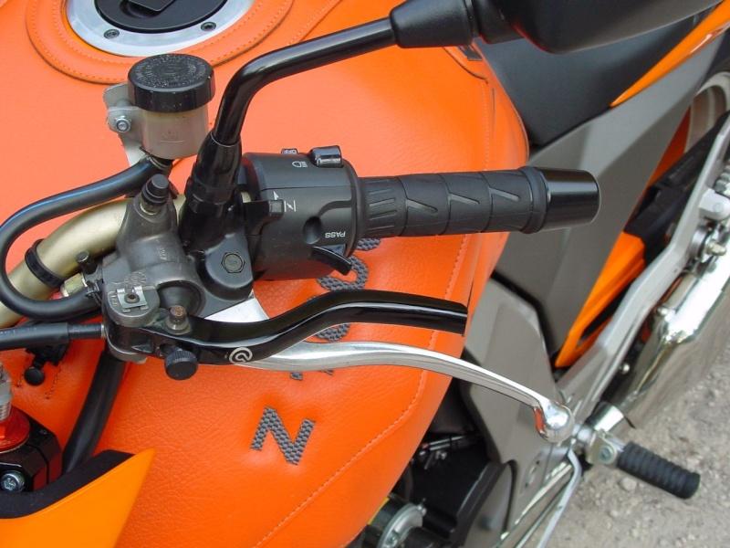 Avis Ducabike (commandes reculées et bracelets) Zs-fre10