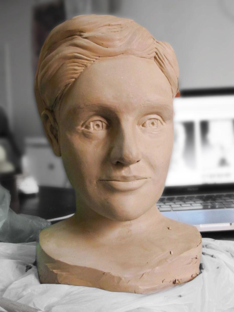 sculpture en terre du visage d'une femme et de son buste  Visage10