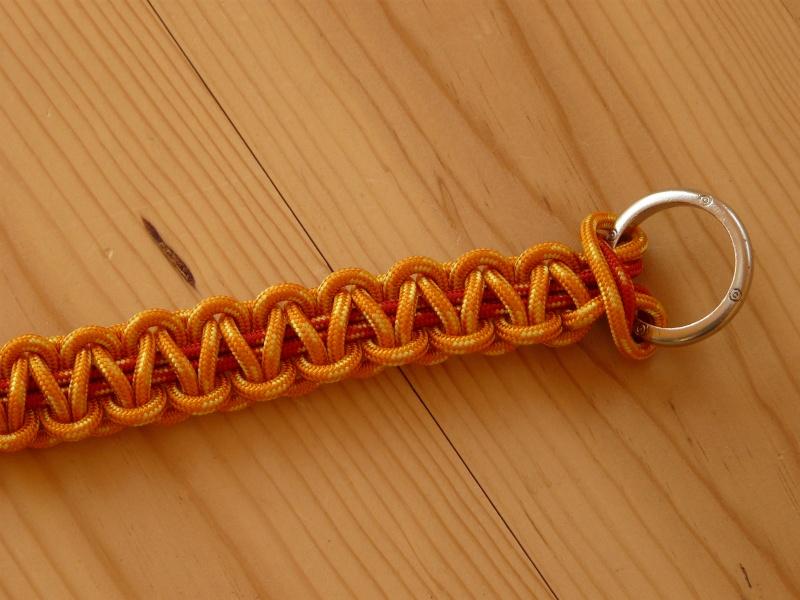 Fabriquer un collier en cordelette nouée (Paracorde) - Page 2 P1760510
