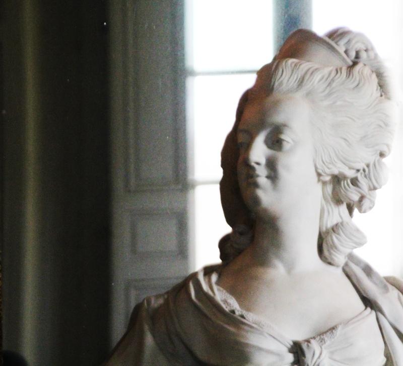 Marie Antoinette, par (et d'après) Louis-Simon Boizot Busto211