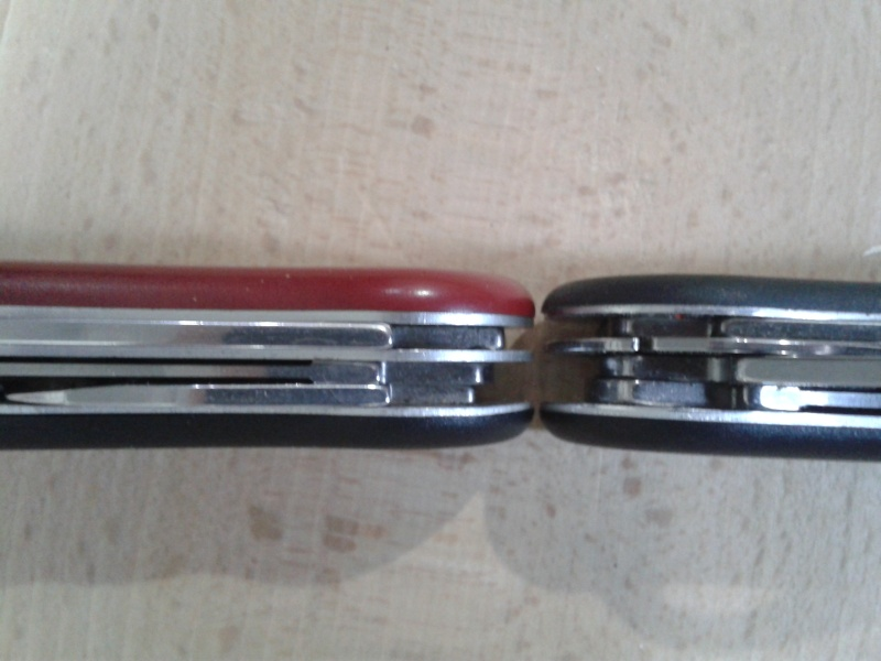 comparatif de 2 Victorinox 111mm: Hunter Vs Forester 2014-012
