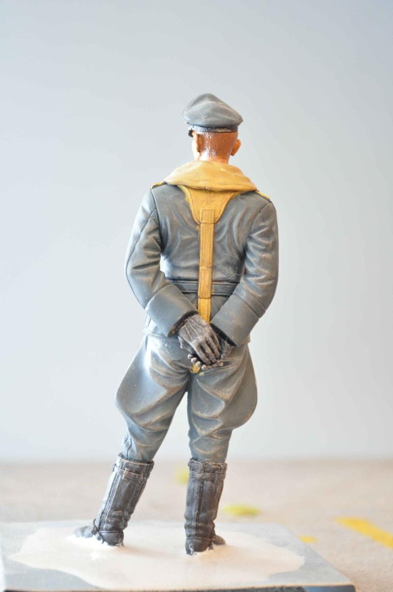 figurine allemande a genoux sur un obus  Dsc_0070