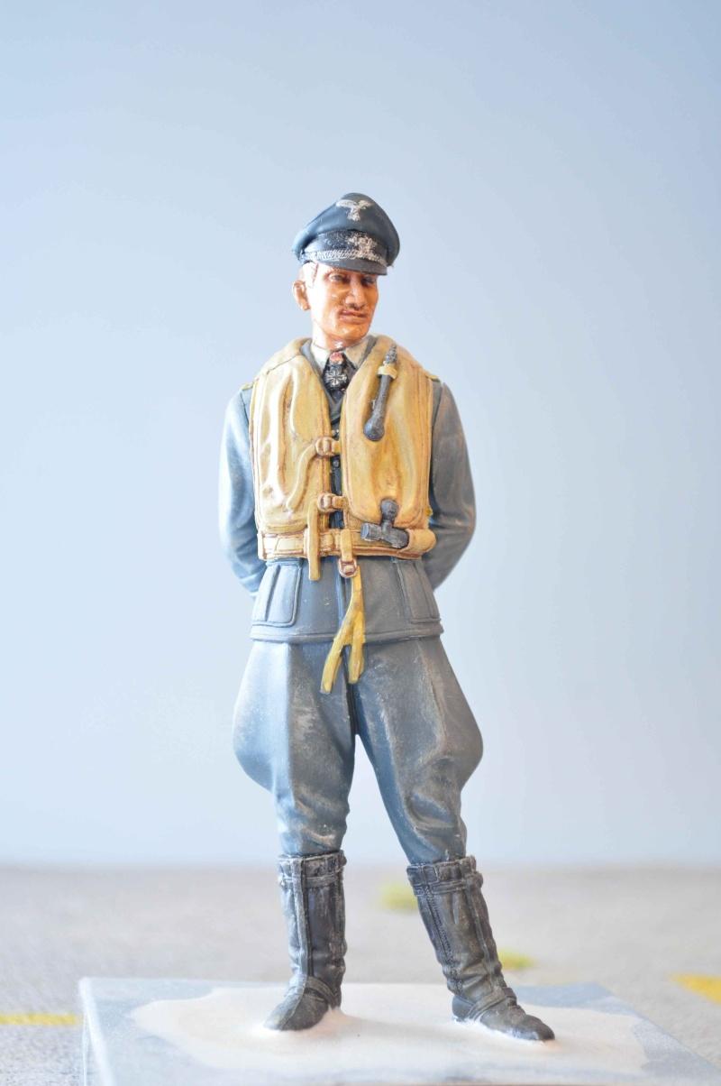 figurine allemande a genoux sur un obus  Dsc_0071