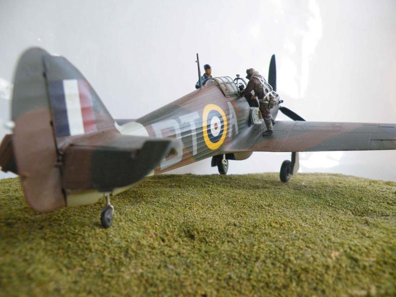 SCRAMBLE!!! pour Huricane battle of Britain 1/48 Dscf5310