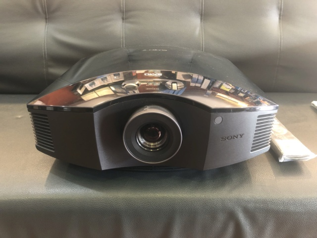 Sony vpl-HW30ESCinema Projector (USED) Img_5929