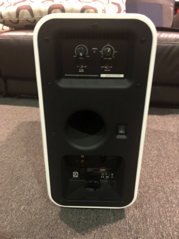 Q Acoustics Subwoofer (Piano White) Img_6611