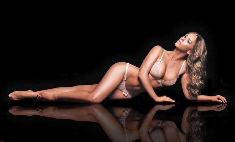 Jennifer Love Hewitt to pose for Playboy Jennif12