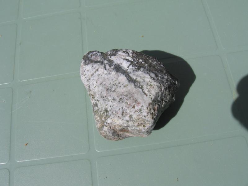 2 pierres sur lesquelles j'aimerais en savoir plus Img_6611