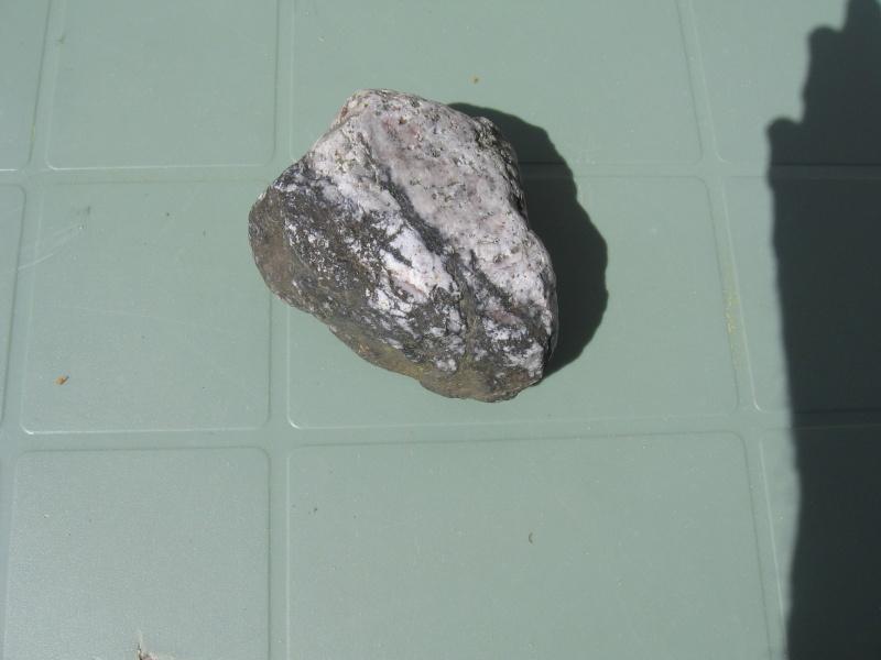 2 pierres sur lesquelles j'aimerais en savoir plus Img_6612