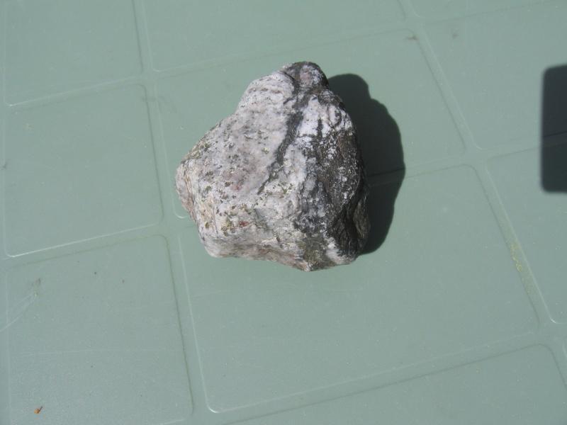 2 pierres sur lesquelles j'aimerais en savoir plus Img_6613
