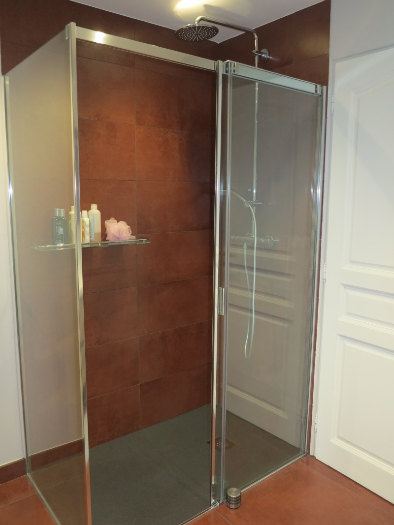 salles de bains ocre blanc noir bleu choix du rideau des meubles et accessoires merci - Page 2 Img_0715