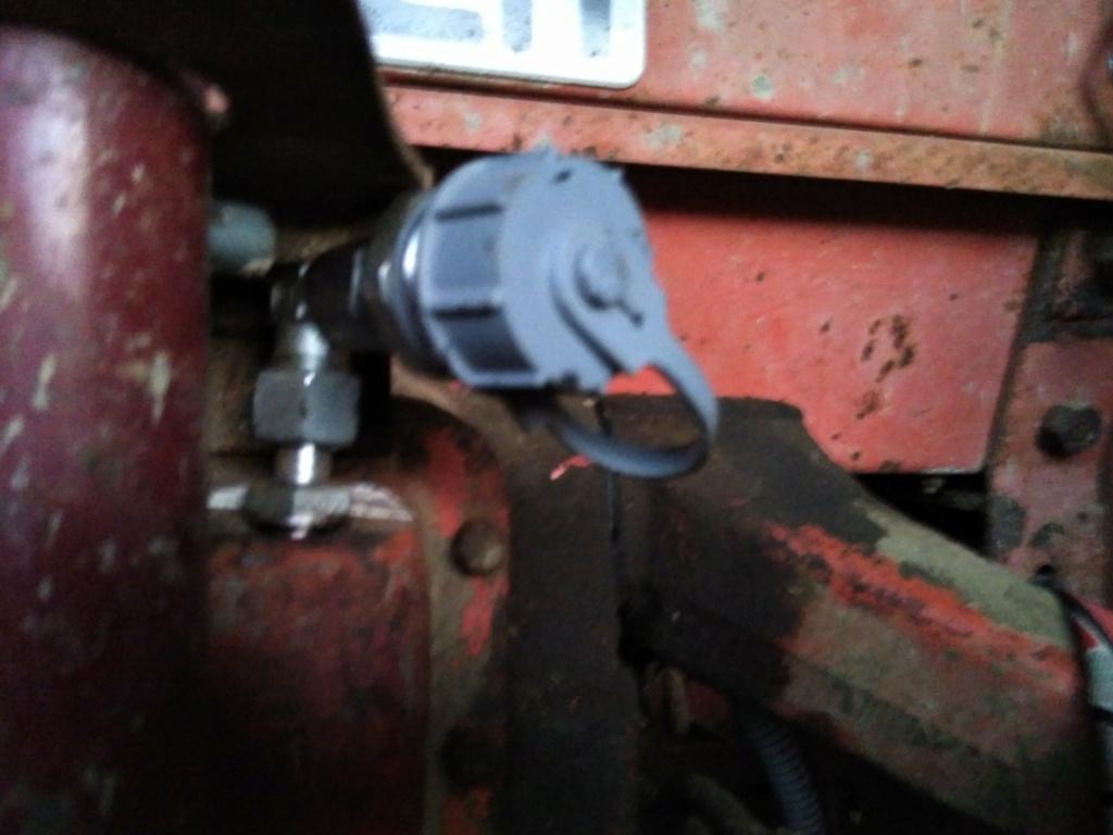 Prise retour huile au réservoir - 651 Img_2130