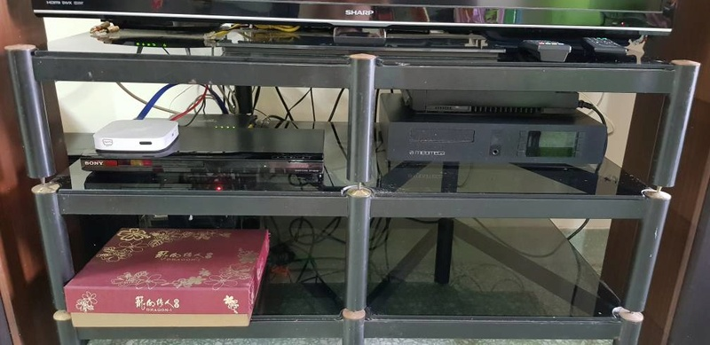 hifi rack with custom made 12mm thk tempered glass (can sell separately) Whatsa10