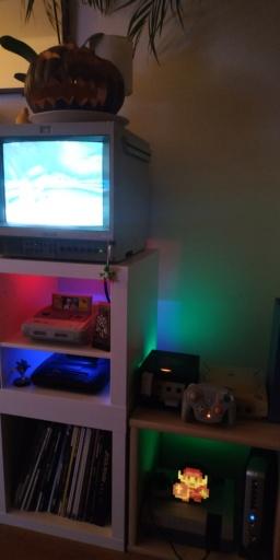 Éclairage étagères pour la collection ! Img_2269