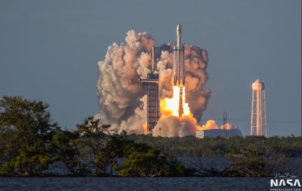 Falcon Heavy (Arabsat 6A) - KSC - 11.4.2019 - Page 8 Swfh11