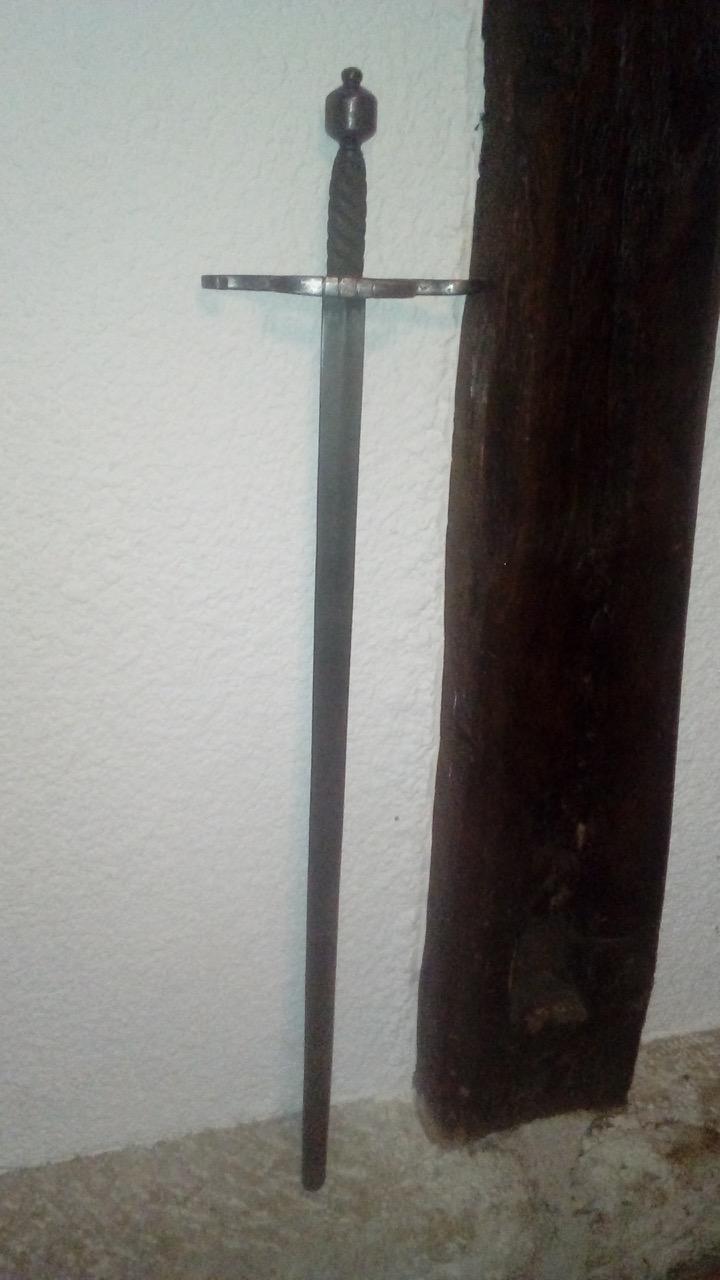 Avis sur une épée soit disant 17-18ème siècle. 20181110