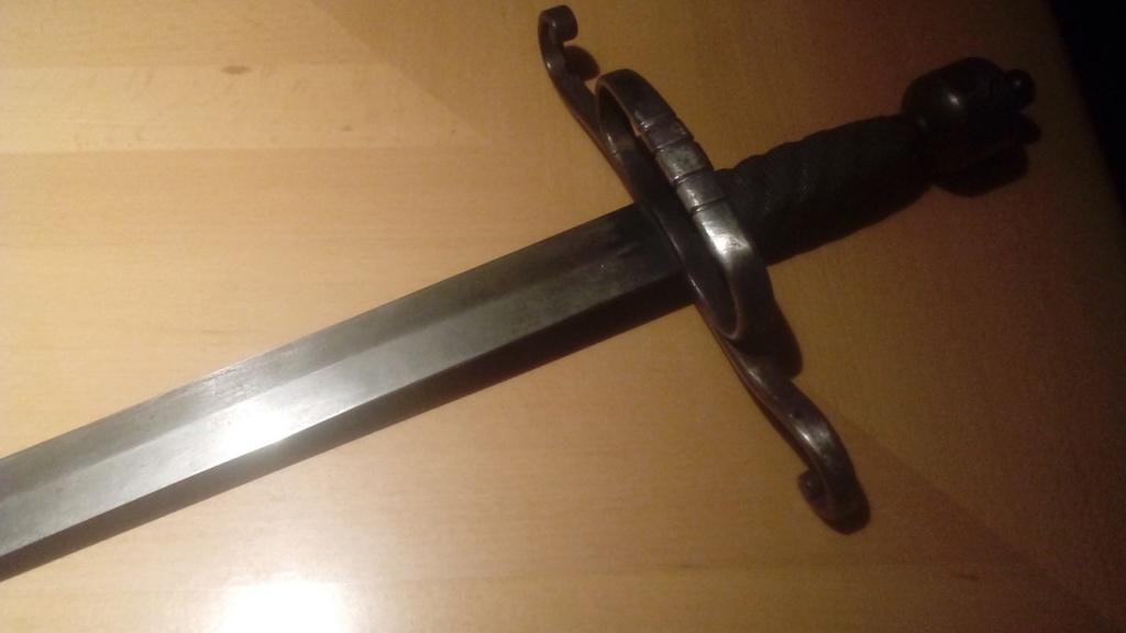 Avis sur une épée soit disant 17-18ème siècle. 20181115