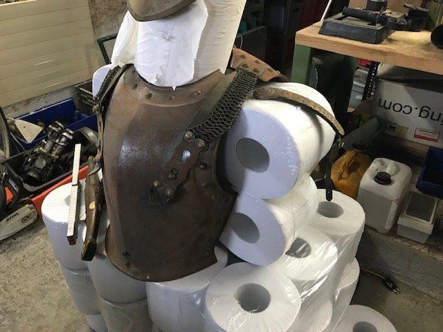 Identification et estimation d'un casque et une cuirasse  Downlo17