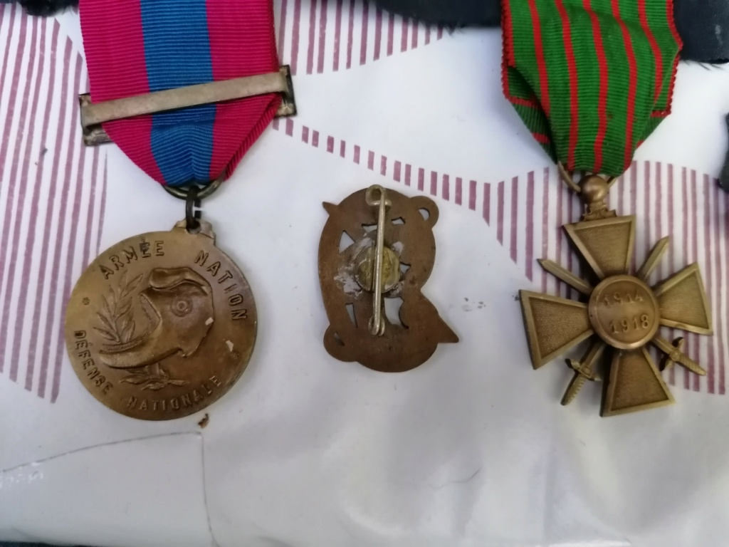 Médailles et insignes a identifié  Img_2228