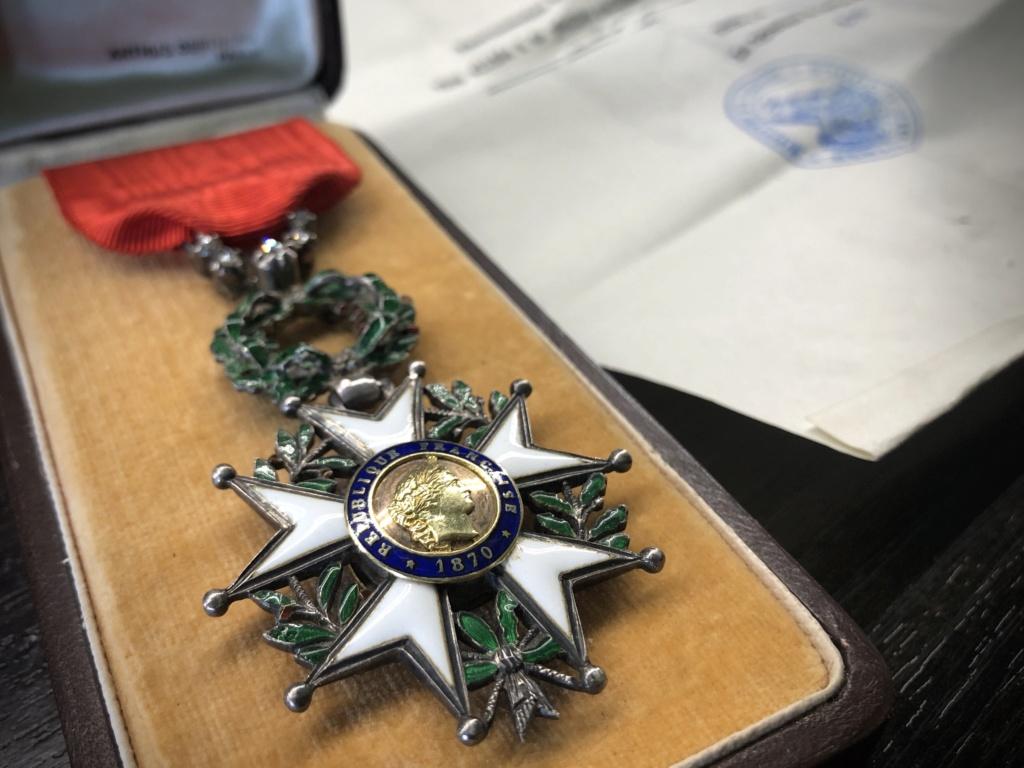 Une Légion d'Honneur avec surprise. 022ea210