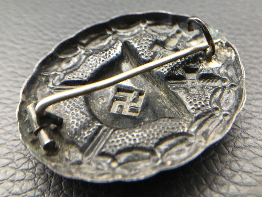 Badge des blessés noir premier type. 40618910