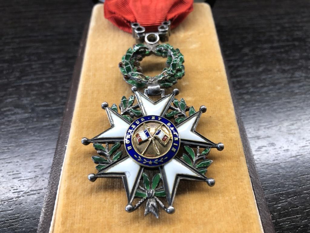 Une Légion d'Honneur avec surprise. 5b154910
