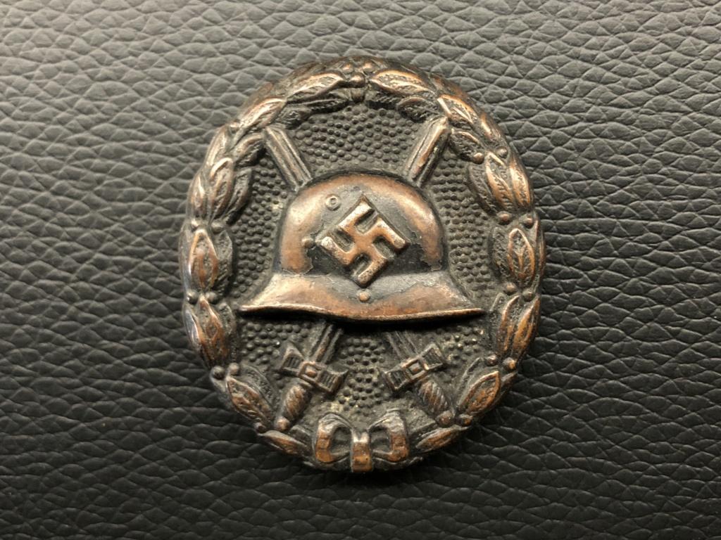 Badge des blessés noir premier type. 5da91110