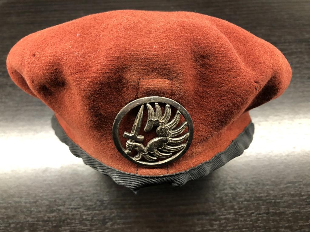 Béret rouge avec insigne troupes métro aéroportées ( Merci Greg ;) ) 5ded9e10