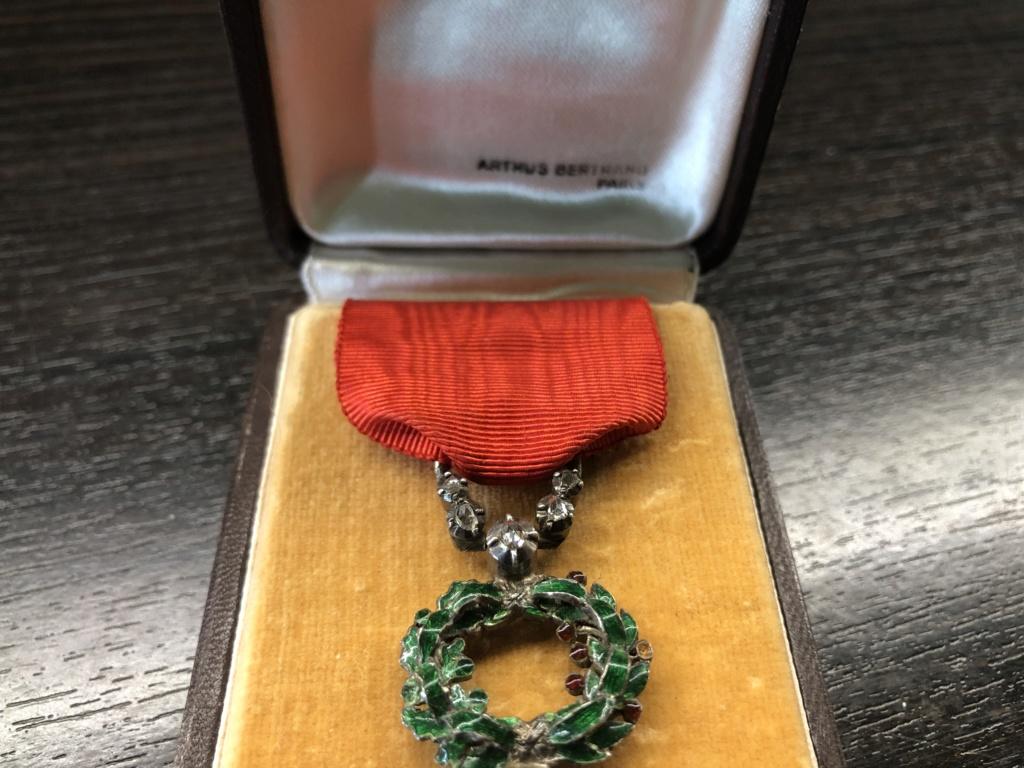 Une Légion d'Honneur avec surprise. 63a43c10