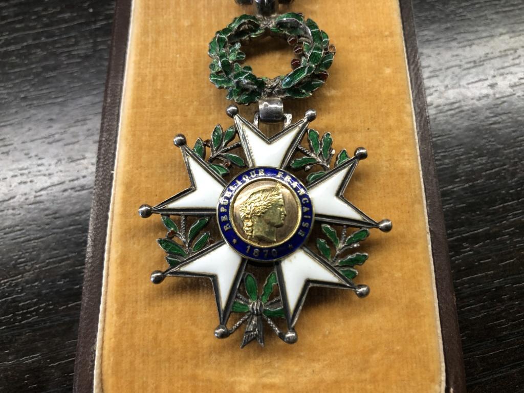 Une Légion d'Honneur avec surprise. A7e40610