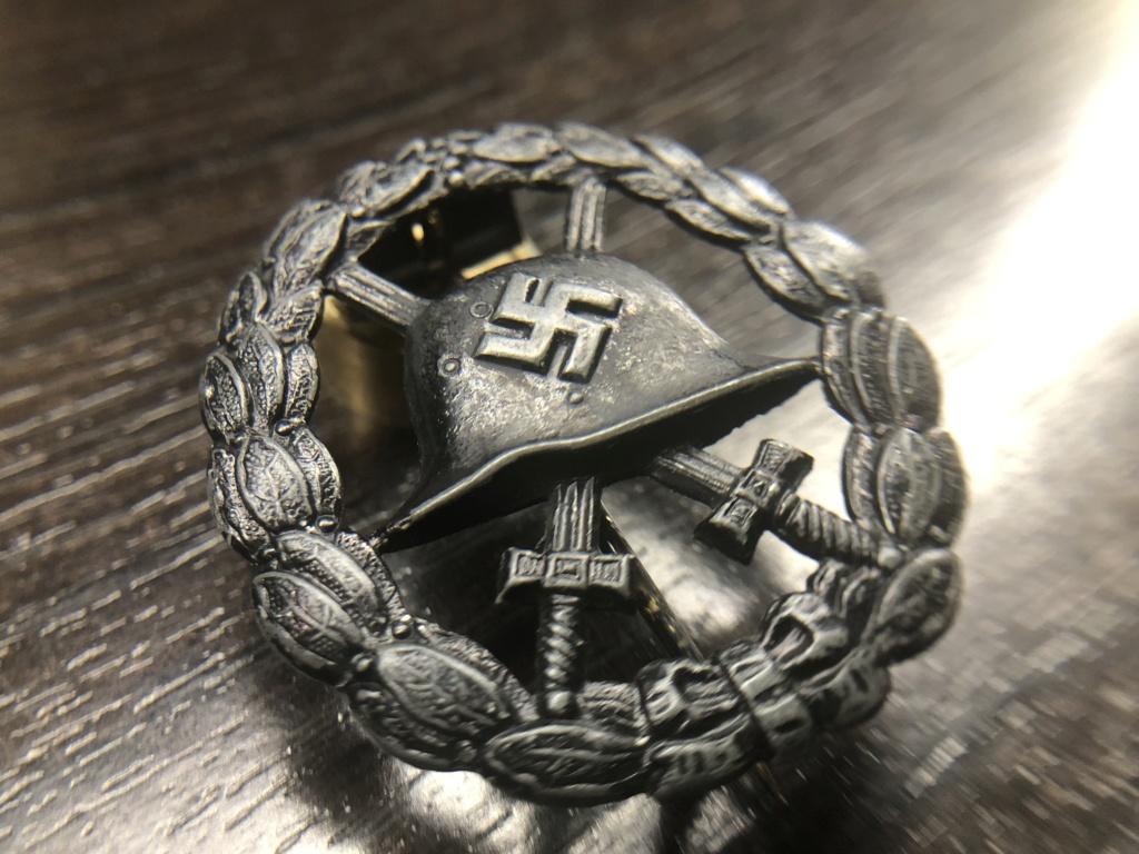 Badge des blessés ajourée  Cfa3b210