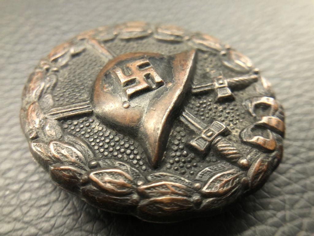 Badge des blessés noir premier type. D4826410