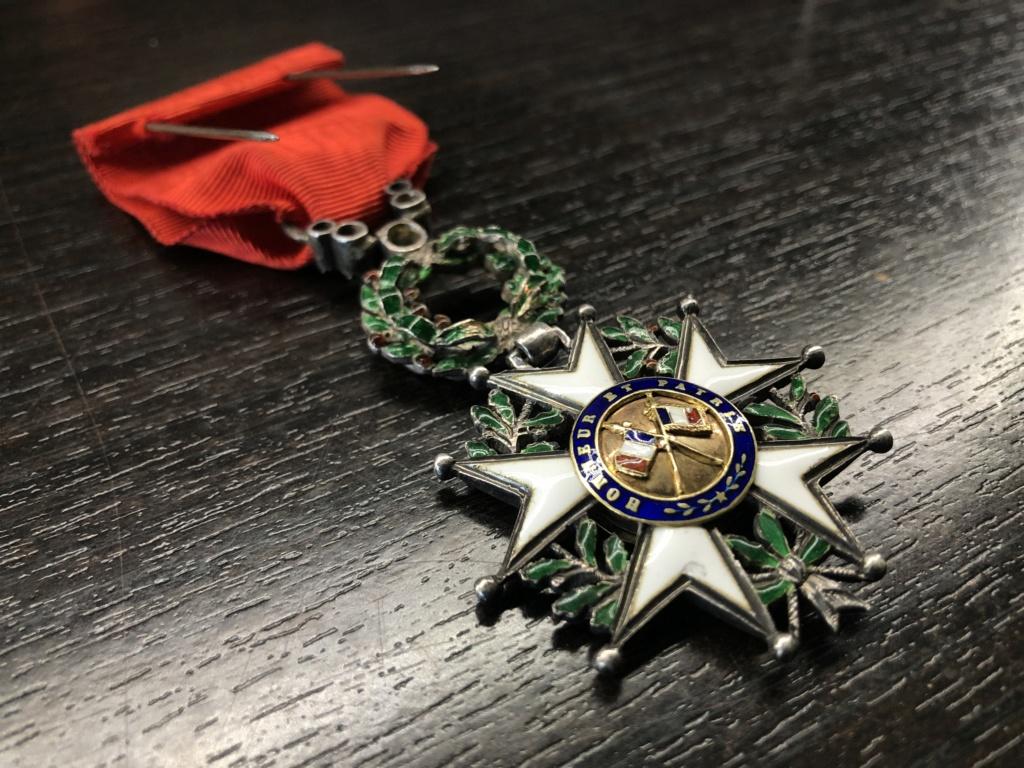 Une Légion d'Honneur avec surprise. F7d88510