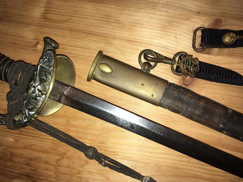 Un connaisseur en épées de Marine ? :) Img_1811