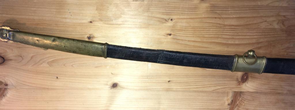 Un connaisseur en épées de Marine ? :) Img_1821