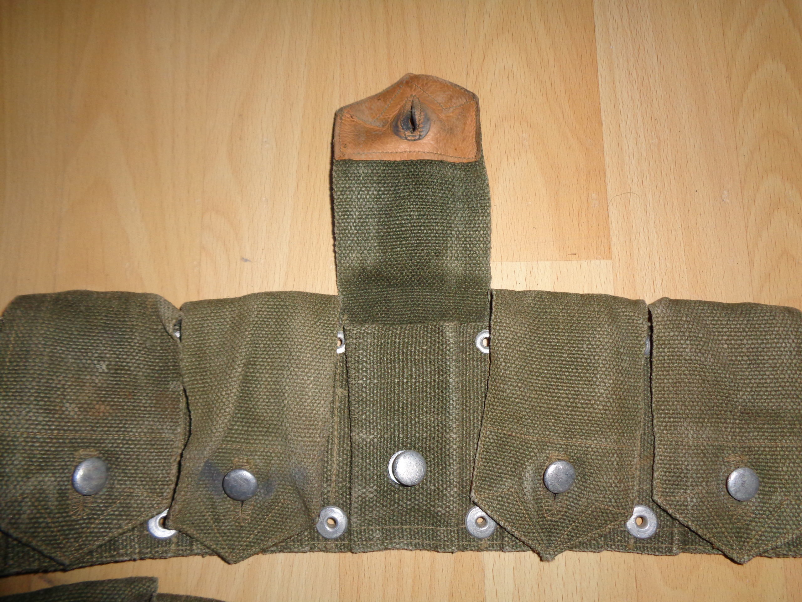 Weird Garand belt, alu-leather flap closures Dsc00815
